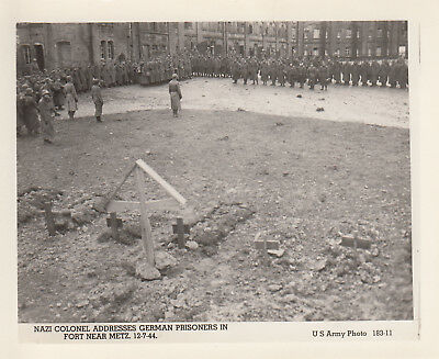 Original WWII US Army Photo POW NAZI COLONEL & TROOPS FORT METZ 1944 France 189