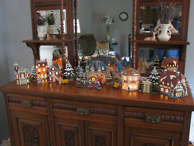 COMPLETE set of Dept 56 DISNEY PARKS HERITAGE VILLAGE CHRISTMAS LIGHTED BUILDING