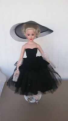 "Femme Fatale KC1201 Robert Tonner's 18 in. Kitty Collier Doll w/Stand Box ""New"""