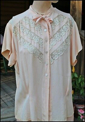 """Vintage 1930's 1940's Pinkish Peach Rayon & Lace Blouse Top Pin Up Bust 44"""""""