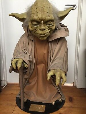 Star Wars Yoda Phantom Menace Statue