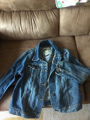 old navy maternity denim jacket size small medium wash great condition