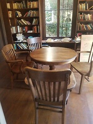 ANTIQUE OAK ROUND PEDESTAL DINING TABLE with 4 Oak Chairs