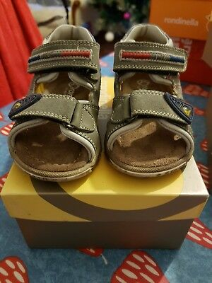 Rondinella Size toddler infant 4 EU 20 taupe sandals BNIB distressed effect