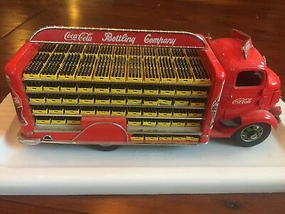 Vintage Danbury Mint 1938 GMC Coca Cola Delivery Truck with 119 Cases of Bottles