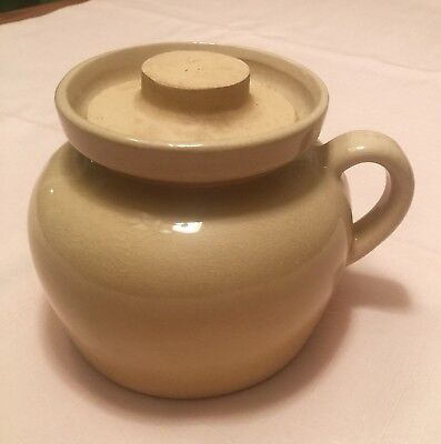 "Vintage RRP Co. ROBINSON RANSBOTTOM"" Bean Pot With Lid, Color Beige"