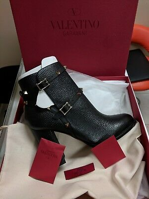 b72f4c9a3df0 Valentino Garavani Rockstud Pebbled Leather Block Heel Booties BLK size 40    10