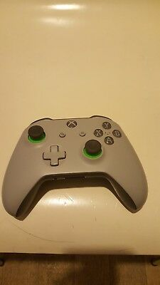 Microsoft Official Xbox One Wireless Controller no Cable  used no battery no box