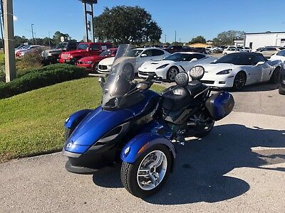 2010 Can-Am Spyder  2010 Can-Am Spyder