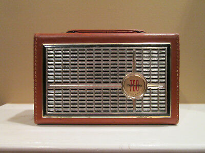 VINTAGE SILVERTONE 700 MODEL 1217 SEARS TRANSISTOR RADIO for PARTS or REPAIR