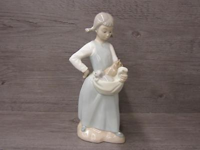 Nao by Lladro Daisa 1977 Made in Spain Girl with Apron Full of Kittens