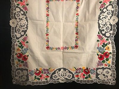 "VTG Hand Embroidered Garden Flowers Irish Linen & Lace Edges Tablecloth 49""x 42"""
