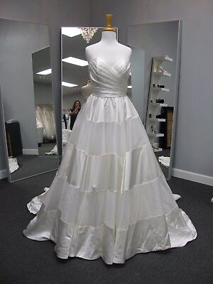 Alfred Angelo Wedding Gown #2469 size 8 Satin organza strapless Ivory Ball gown
