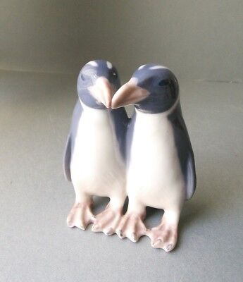 Royal Copenhagen Penguins Kissing 1190 designed by Anna Trap.