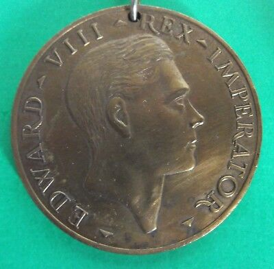 King Edward 8th 1937 commerative medal with chain & box