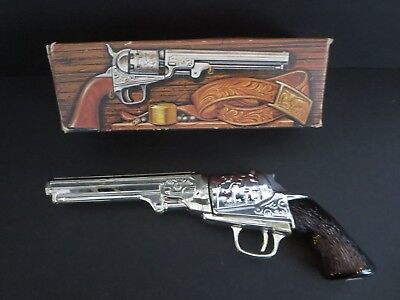 "Vintage Avon Canada ""colt Revolver 1851""    Decanter Bottle W/box  --Empty--"