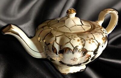 """Vintage Arthur Wood Fluted Chinese Teapot, 1950's *Gold """" 4151*Made in England"""