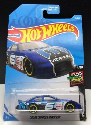 Hot Wheels Dodge Charger Stock Car Race World Red 2 99 Picclick