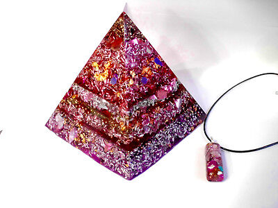Positive  Orgone Energy Giza  Pyramid  9 Synergy Stones and Pendant