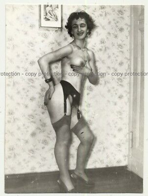 Geeky Shorthaired Nude / Wallpaper - Stockings (Vintage Photo B/W ~1950s)