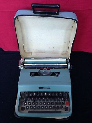 Olivetti Lettera 32 WORKING Vintage Portable Typewriter - Great Condition