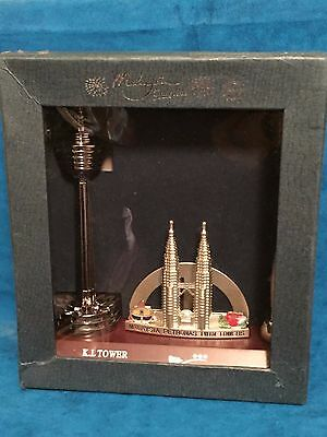Malaysia Petronas Twin Towers Souvenir Desk Top Set New In Box Pen Holder