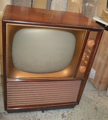 Vintage Magnavox Tube Television in Beautiful Wood Case