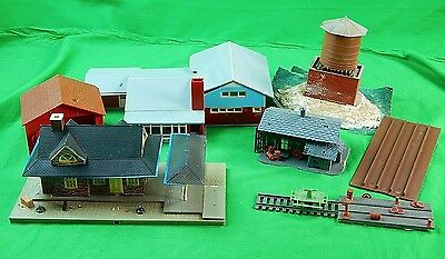 Vintage HO Scale Tyco ? Set Barn Watertower Station House