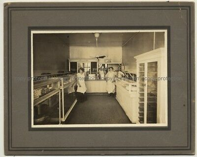 German Emigrants In Chicago Bakery / Pastry Shop (Vintage Photo B/W ~1920s)