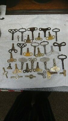 Job lot of 33 vintage   antique clock keys spares different sizes  carriage keys