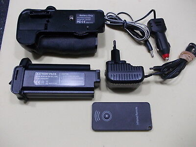 Battery Grip with Infra Red Remote for Nikon D7000 inc Battery Pack, Charger Etc