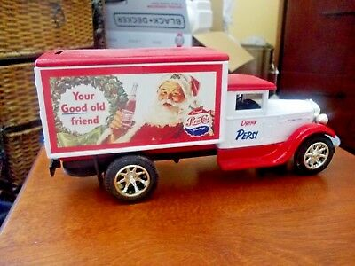 ERTL Pepsi Cola SANTA 'Seasons Greetings' BNIB Delivery Truck BANK GC 5052 #4!