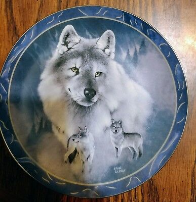 "Wolf, Bradex Collector Plate, Spirit Of The Wilderness ""silver Scout"" 1994"