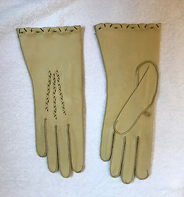 Vintage  Never worn Tan Women's Genuine Soft Deerskin Leather Gloves- size 7
