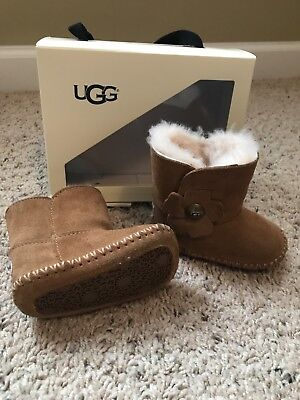 new high great fit huge discount AUTHENTIC BABY GIRL uggs size 2/3 6-12 months gently used ...