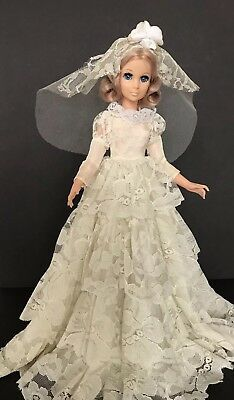 """Beautiful Vintage 1963 EEGEE 15"""" Bride Doll on Stand Original Tiered Lace Dress"""