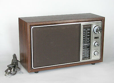 Vintage Realistic MTA-12  AM/FM Radio. Model 12-693.
