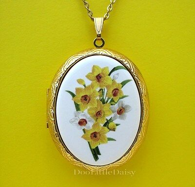 Porcelain Spring DAFFODIL JONQUIL FLOWERS CAMEO Locket Necklace Valentine's Gift