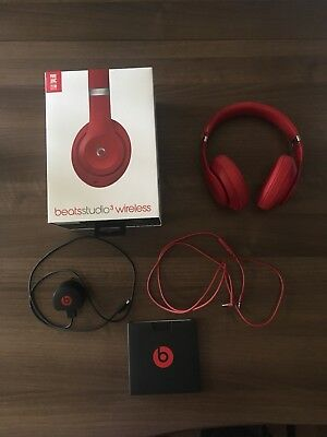 Beats by Dr. Dre Studio3 Wireless Headphones - Red - Over-ear piece broken