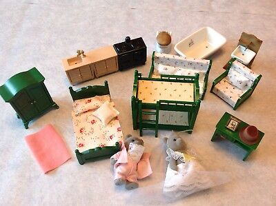 Sylvanian Families Vintage Bears And Furniture 1985/6 Mixed Lot