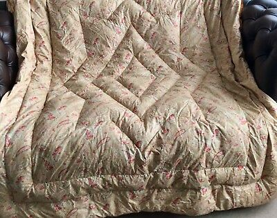 Lovely Double Vintage Paisley Eiderdown Quilt with gold satin frill.
