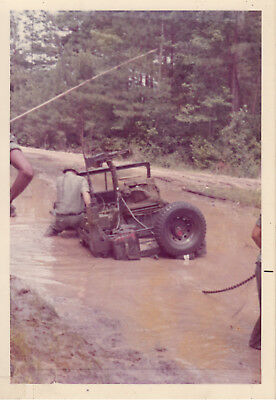 Original Snapshot Photo 325th AIR 82nd AIRBORNE DIVISION 1972 Jeep MG in Mud 12