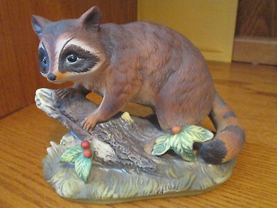 Homco Masterpiece Large  Racoon On Tree Stump  Figurine Porcelain Excellent