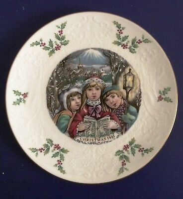 ROYAL DOULTON Christmas Plate 1981 Victorian Carolers Holly 5th Annual of Series