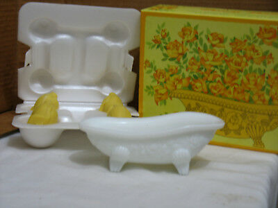 """Vintage Avon Beauty Buds Soap Dish and 4 """"Hostess"""" Fragranced Soaps"""