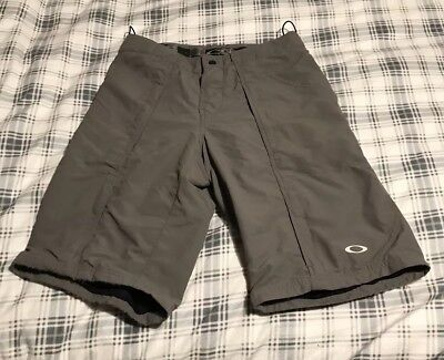 d59c43c9f4 Oakley MTB Mountain Bike Padded Lined Cycling Shorts Small Zip Vented Gray