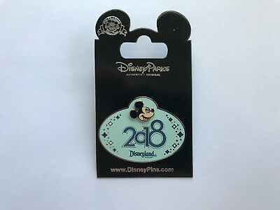Disney DLR Cast Exclusive - Mickey 2018 Name Tag