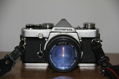 AWESOME VINTAGE OLYMPUS OM-1 SLR CAMERA AND ZUIKO 50mm 1:1.8 LENS