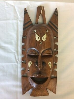 WOODEN AFRICAN TRIBAL MASK WALL HANGING (our ref 2)