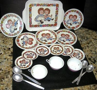 Collectible Vintage 1971 (22) piece Raggedy Ann & Andy Metal Dinner Set
